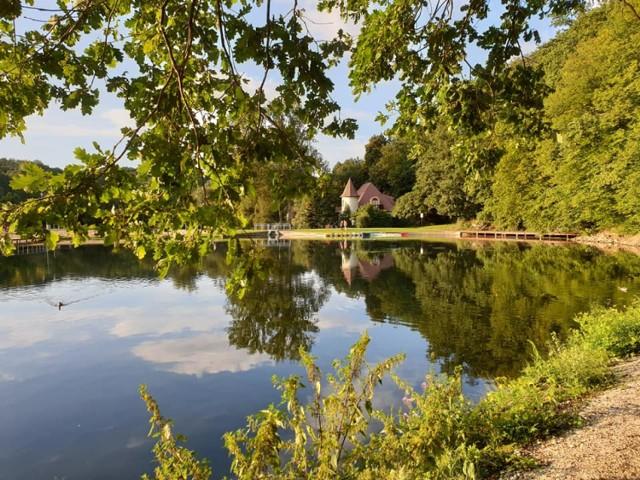 Zalew w Złotoryi kuszące miejsce na jesienną wycieczkę