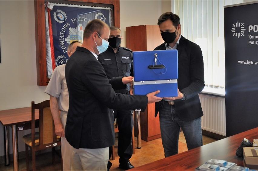 Policjanci z Kołczygłów mają już własny alkometr. Urządzenie za 12 tys. zł sfinansował głównie samorząd  ZDJĘCIA