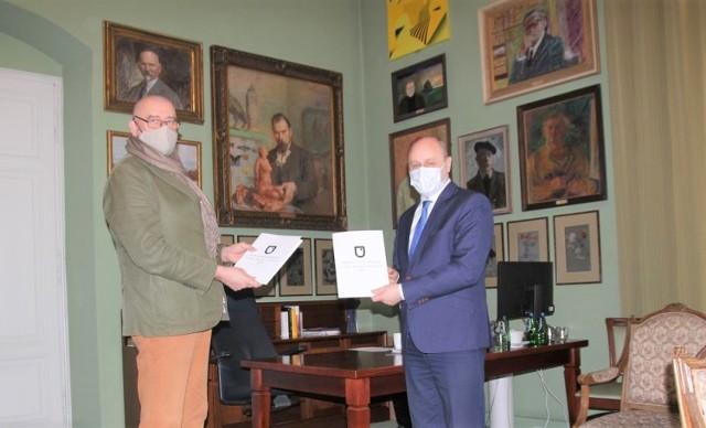 Nowe porozumienie zawarte zostało przez rektora krakowskiej ASP prof. Andrzeja Bednarczyka i burmistrza Zatora Mariusza Makucha