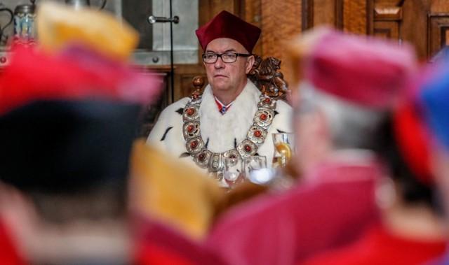 Rektor UG prof. Jerzy Gwizdała odpiera zarzuty