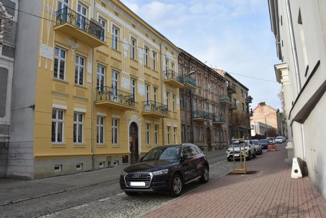 Remont całej kamienicy przy ul. Legionów pochłonie w sumie ponad 6 milionów złotych. Ostatnim etapem prac zajmuje się firma z Dąbrowy Tarnowskiej, która wygrała przetarg.