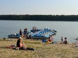 Gm. Szamotuły. Letników nad jeziorem w Pamiątkowie nie brakuje!