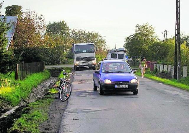 Materiałem dowodowym przeciwko potężnym ciężarówkom może być nawet zdjęcie czy filmik nakręcony zwykłym telefonem komórkowym. Dla mniejszych pojazdów - droga  wolna...
