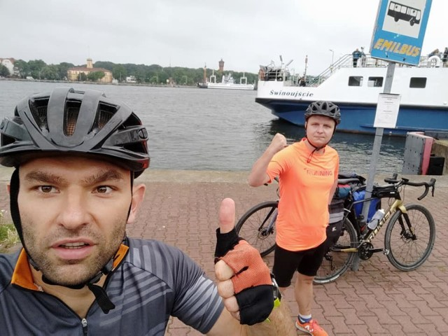 Goleniowianie Jarosław Przytuła i Tomasz Bąk przejechali rowerami ze Świnoujścia do Helu