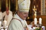 Biskup Edward Janiak, mimo zakazu, przebywa na terenie diecezji kaliskiej