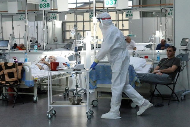 Sytuacja epidemiczna znacząco się poprawiła. W małopolskich szpitalach pacjentów z COVID-19 jest niemal dwa razy mniej