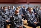 Święto Policji Grodzisk 2021: Funkcjonariusze otrzymali odznaczenia i awanse zawodowe