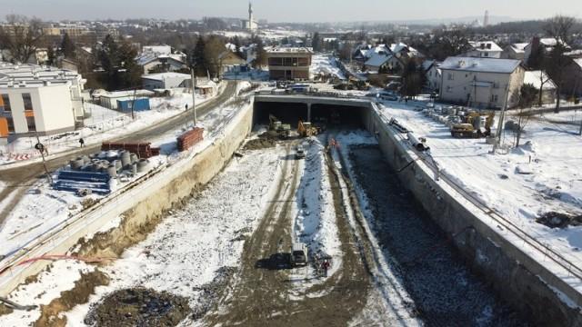 Trwa budowa Trasy Łagiewnickiej w Krakowie. Inwestycja ma zostać zakończona pod koniec 2021 roku.