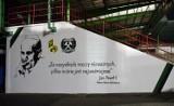 Bełchatów. Kibice GKS utworzyli mural z podobizną papieża Jana Pawła II [ZDJĘCIA]