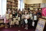 Spotkanie z twórczością Rożewicza w bibliotece szkolnej w Wicku