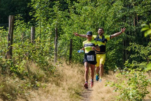 Krzymów.To  już w ten weekend Półmaraton Złota Góra 2021!  Po raz drugi właśnie na tym najwyższym w naszym regionie wzniesieniu - o wysokości 191 m n.p.m. zorganizowany zostanie Półmaraton. Wzniesienie dodajmy - jest jednym z najbardziej atrakcyjnych miejsc przyrodniczo krajobrazowych środkowej Polski, na którym znajduje się wieża widokowa – a z niej rozciągają piękne widoki.
