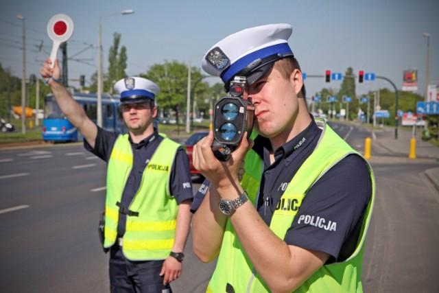 Będą wyższe mandaty za przekroczenie prędkości, jazdę po alkoholu i środkach odurzających.