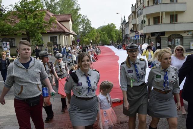 W 2018 roku flagę o długości 200 m uszyła Maria Adrian, babcia jednego z harcerzy