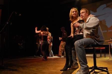 Alkohol, narkotyki, seks, AIDS- to tematy poruszane przez młodych aktorów. Fot. Maria Sowisło