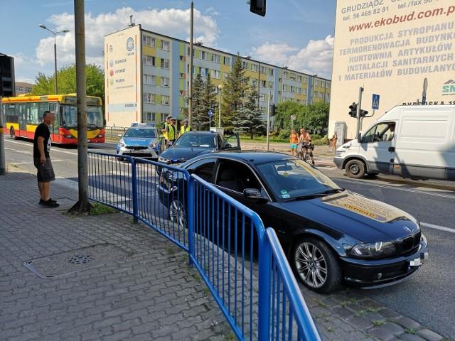 Na ul. Bydgoskiej samochód potrącił pieszego. Sprawę wyjaśniają policjanci