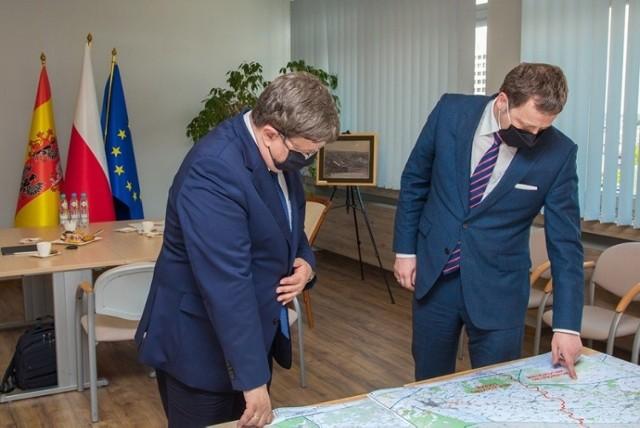 Grzegorz Schreiber, marszałek województwa łódzkiego i Mikołaj Wild, prezes Centralnego Portu Komunikacyjnego.
