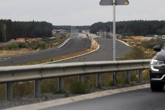 """Tak wygląda """"budowa"""" drogi ekspresowej S3 Lubin - Polkowice."""