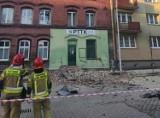Mogło dojść do tragedii! W Chorzowie pękła ściana kamienicy - zobacz ZDJĘCIA. 29 osób musiało się ewakuować