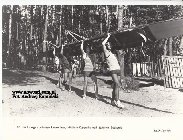W ośrodku wczasowym UMK nad Bachotkiem pod koniec lat 70., lub na początku lat 80.  Czytaj dalej. Przesuwaj zdjęcia w prawo - naciśnij strzałkę lub przycisk NASTĘPNE