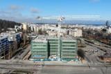 Gdynia: Wiecha zawisła nad efektowną inwestycją przy ul. Kieleckiej