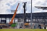 Co się dzieje na stadionie Pogoni Szczecin? Duży ruch przy budowie obiektu. ZDJĘCIA