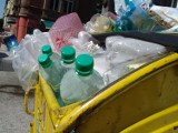 Polacy działają z imPETem i zmieniają nawyki. Co się dzieje z butelkami PET po recyklingu?