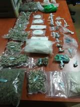 Diler narkotyków w rękach poznańskiej policji. W jego domu w Bogucinie znaleźli marihuanę, amfetaminę, haszysz oraz nielegalną amunicję