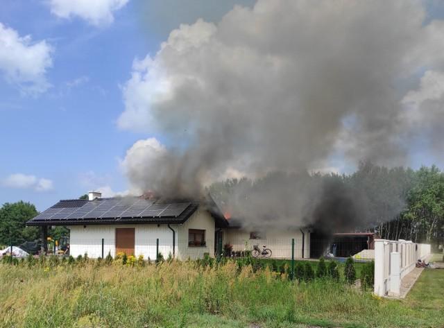 Pożar strawił dach domu jednorodzinnego w Modrzewiu