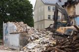 To już koniec dawnej ulicy Długiej w Słupsku. Trwają wyburzenia pustostanów