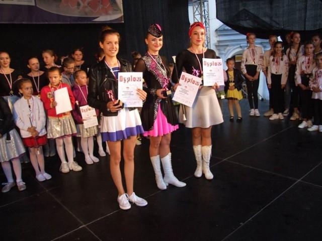 """Za nami Konfrontacje Mażoretek pod  patronatem """"Pomorskiej"""". W kategorii baton solo wygrała Marta Jantoń (Chełmno), za nią: Eliza Walczak (Sezamki Oświecim) i Monika Borek (Chełmno). W baton duo wygrały Oliwia Dzierżawska i  Zofia Malinowska (Sezamki), w baton miniformacja kadetki - Mażoretki FUN. Mażoretki z ChDK Chełmno wygrały w: baton: przedszkolaki, kadetki i seniorki. i w  Pom Pom - przedszkolaki. W baton solo kadetki też triumfowały dziewczęta z ChDK: wygrała Kinga Plewka, druga była Martyna Kowalska, trzecia - Julia Ziemecka. W kategorii Pom Pom kadetki: solo wygrała Tola Mitura (Chełmno), za nią: Nikola Partyka (Mażoretki FUN); duo/trio - Nikola Partyka, Maja Zadrożyńska, Zofia Jędryczka (Mażoretki FUN)."""