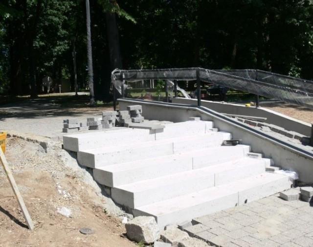 W budowie są także schody prowadzące do Parku w różnych jego częściach.