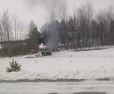 Pracownicy gminy Lipnica palili opony nad jeziorem – alarmują czytelnicy. Sprawdziliśmy! | ZDJĘCIA
