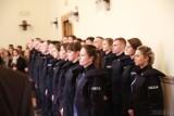 Nowi policjanci na Opolszczyźnie. 23 funkcjonariuszy ślubowało w piątek na sztandar w Komendzie Wojewódzkiej Policji w Opolu