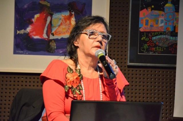 """Jolanta Baziak-Jankowska podczas promocji swojej książki """"Baziaki. Pokolenia"""" w Kujawsko-Pomorskim Centrum Kultury"""