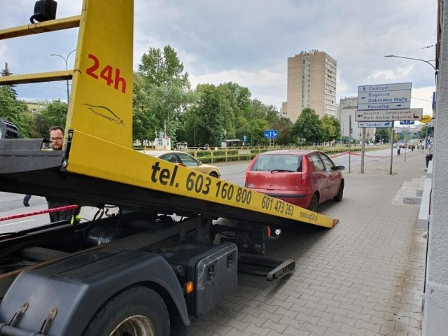 Jedno z aut odholowanych w Katowicach 3 sierpnia