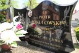 Stare Pole. Tu spoczywa żołnierz, który zginął na misji w Macedonii. Motocykliści-weterani oddali mu cześć