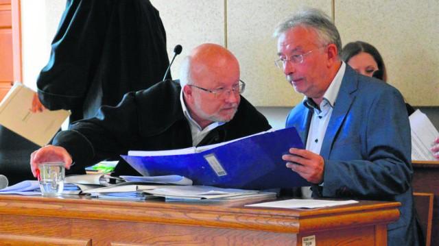 Mecenas Bogusław Filar ( z lewej) i były prezydent  Tarnowa  Ryszard Ścigała (z prawej) w apelacjach od wyroku wskazują szereg wad prawnych wyroku oraz dowodów pominiętych przez sąd I instancji