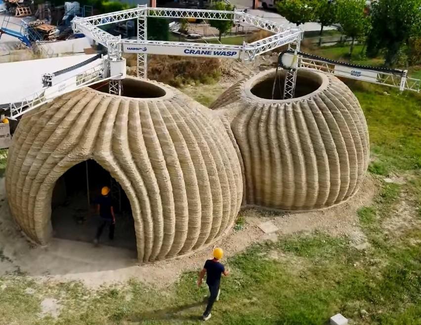 Włochy, 2021 r. Tecla to pierwszy ekologiczny dom...
