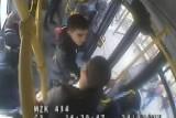 Pobicie w autobusie w Bydgoszczy. Antymaseczkowcowi puściły nerwy i pięścią w twarz uderzył za zwrócenie mu uwagi [wideo]