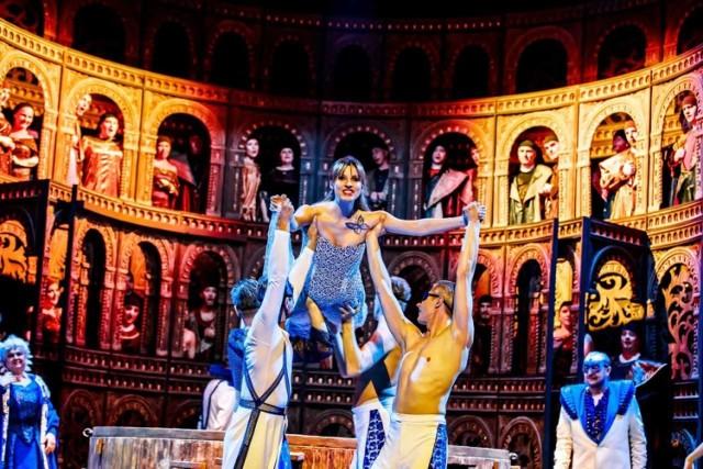 Kadr z opery Romeo i Julia, z Ewą Majcherczyk.
