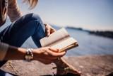 Dobra książka na prezent dla niej. Najlepsze propozycje książek dla kobiet TOP 10 [6.12.20]