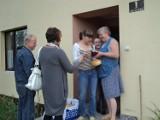 Sołtysi w gminie Chocz rozdali mieszkańcom kilka tysięcy dożynkowych chlebków