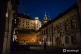 Kraków. Szukali pod Wawelem  XV-wiecznej Bramy Pobocznej. Nocne badania z wykorzystanie georadaru