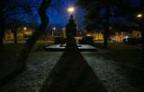 Pomnik Gabriela Narutowicza nie daje spać mieszkańcom Ochoty. Oświetlenie monumentu przeszkadza w nocy
