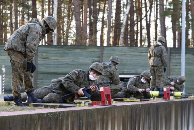 W jednostkach wojskowych 8. Flotylli Obrony Wybrzeża rozpoczęło się szkolenie elewów, czyli kandydatów na żołnierzy zawodowych w korpusie szeregowych. Pierwszy w tym roku turnus służby przygotowawczej w 2021 roku realizowany jest przez 8. Batalion Saperów z Dziwnowa.
