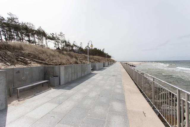 Wczesną wiosna Rowy wyglądają zupełnie odmiennie niż podczas letniego najazdu turystów. Na plażach, a także w porcie jest pusto i cicho.