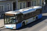Akcja Truck & Bus w Legnicy. Policjanci kontrolowali m.in. noszenie maseczek przez pasażerów autobusów miejskich
