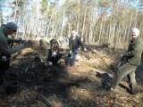 Wiosenne sadzenie lasów przez Nadleśnictwo Kolbudy. Sadzą dębowe lasy