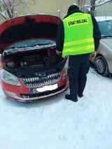 Zima a kierowcy w Świętochłowicach. Padł akumulator? Pomogą świętochłowiccy strażnicy miejscy