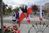 Pruszcz Gdański. Obchody rocznicy  uchwalenia Konstytucji 3 Maja. Samorządowcy, pruszczańskie organizacje złożyli kwiaty|ZDJĘCIA
